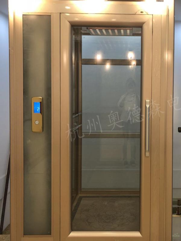 龙门式电梯