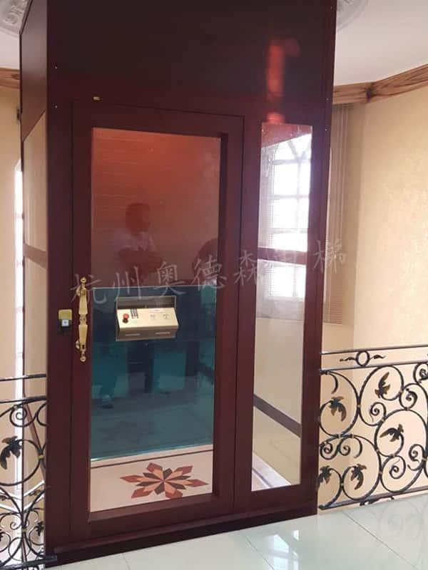 强驱式电梯